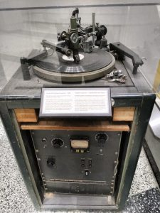 A record engraver from 1950